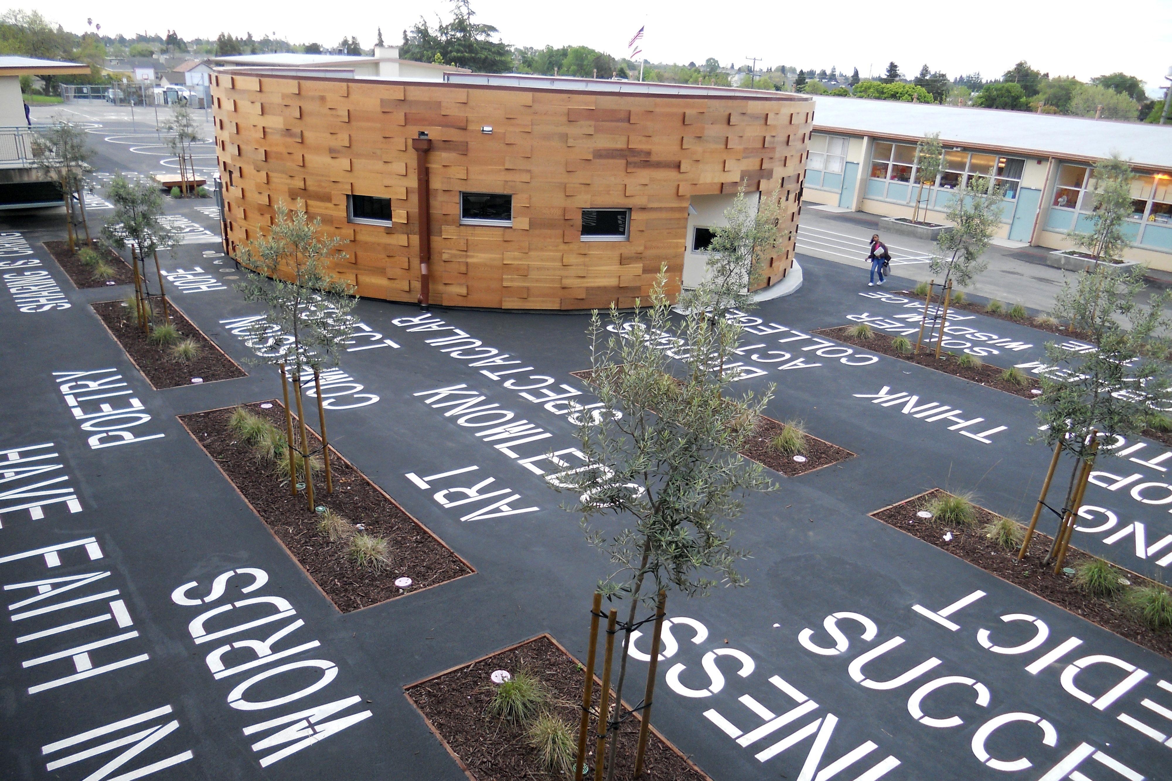 Hillside library courtyard3