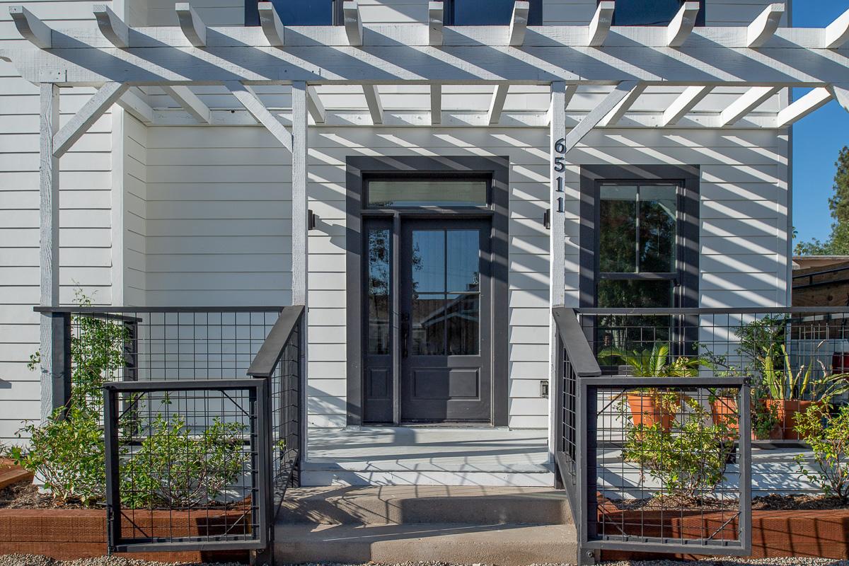 2-6511 Crescent Porch