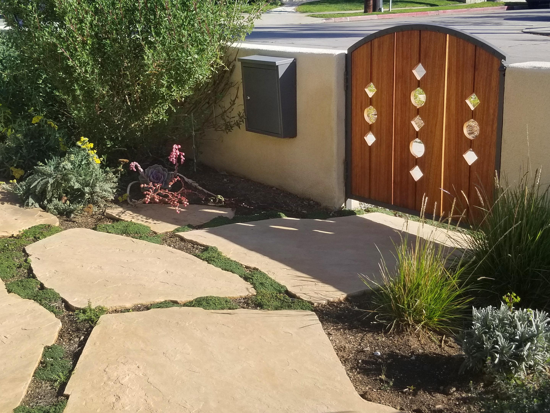 D patio-gate detail